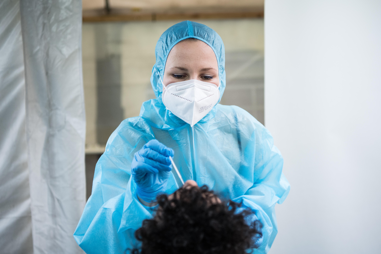Detectan en Francia primer caso de la nueva cepa de covid-19 que surgió en Reino Unido