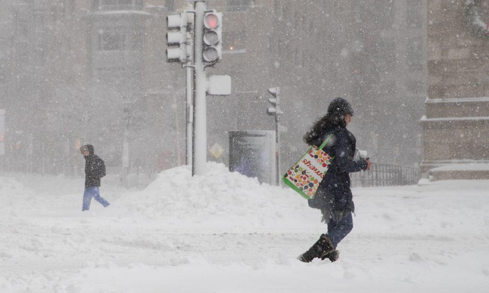 Cae tormenta de nieve en noreste de EE.UU. durante vacunación masiva por covid-19