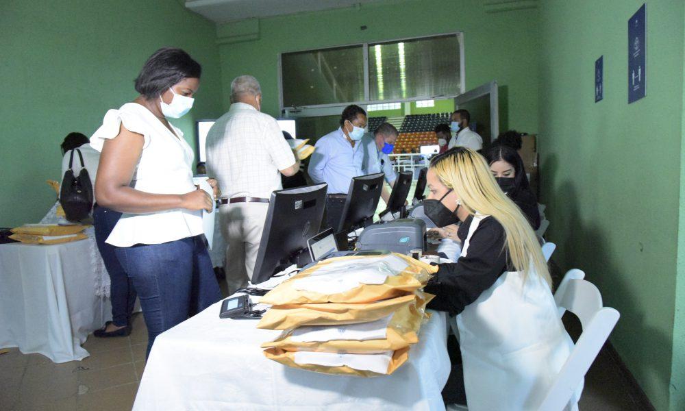 Minerd finaliza recepción de ofertas para reparación de escuelas