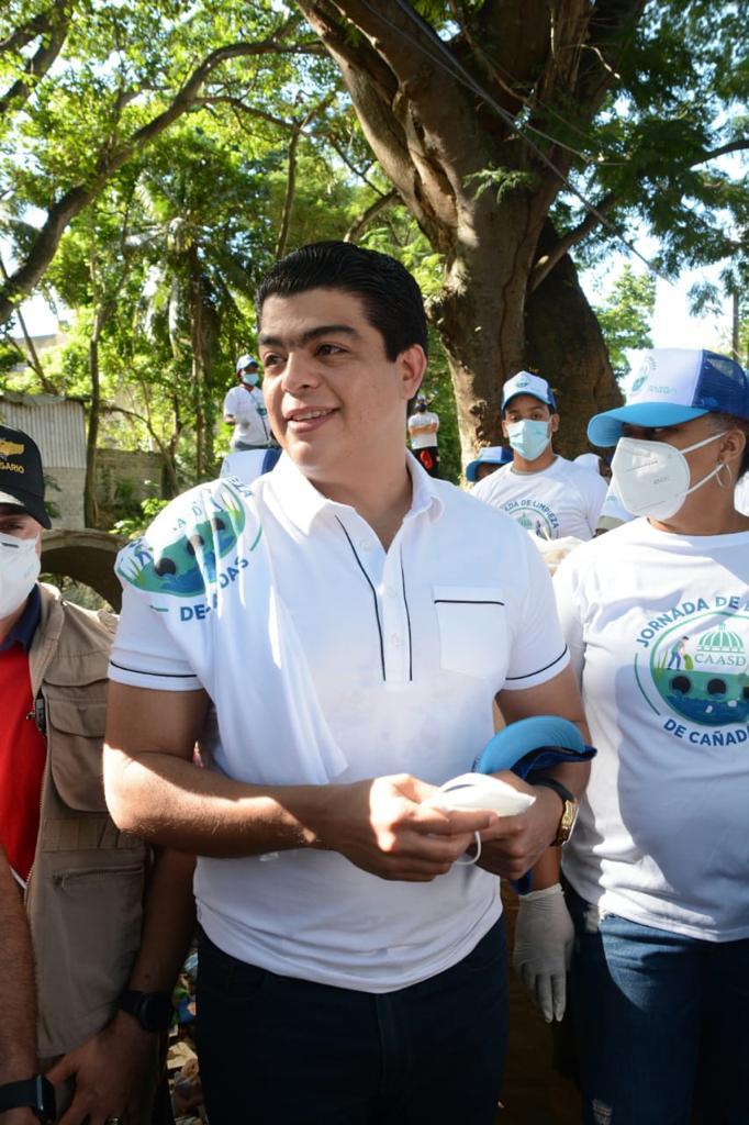 CAASD realiza jornada de limpieza de cañadas en el gran Santo Domingo