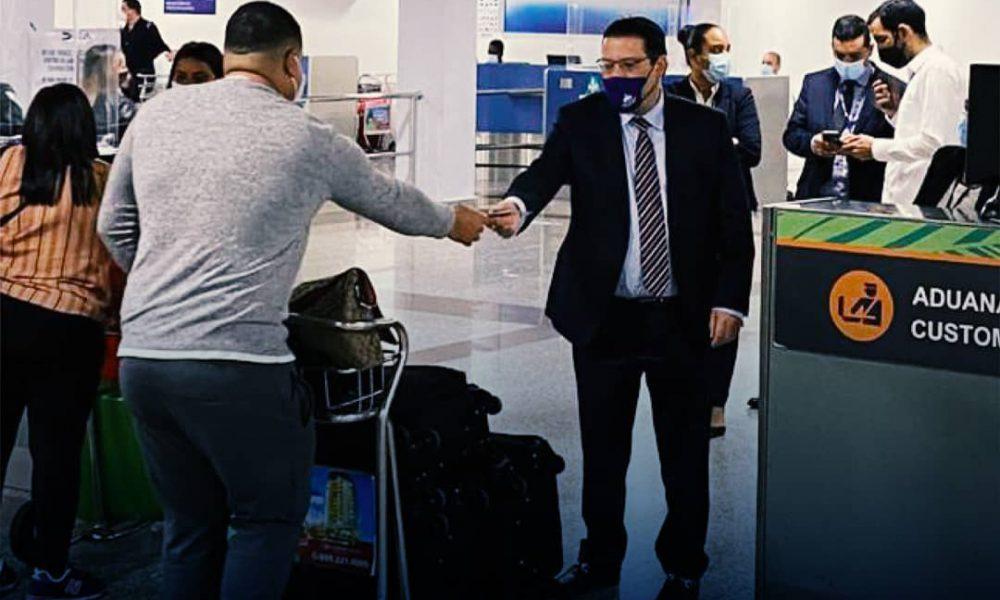 Sanz Lovatón recibe a los pasajeros del AILA