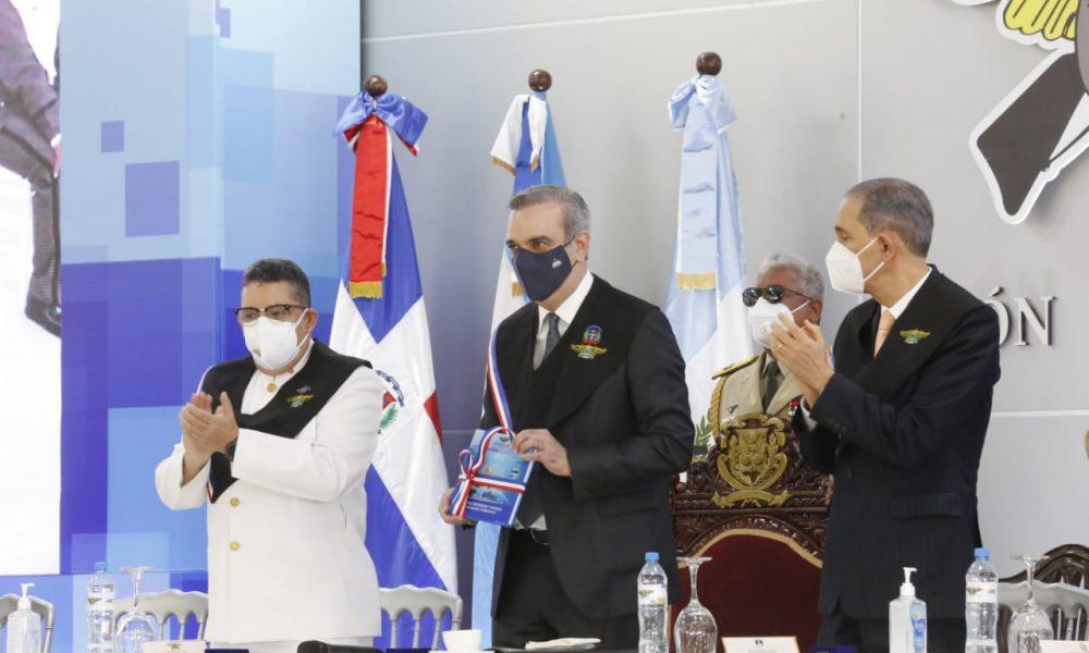 Presidente Abinader exhorta a militares y policías a trabajar juntos