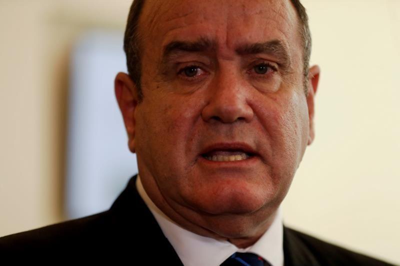 Arrestan por fraude con el Estado a primo de presidente de Guatemala
