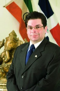 La India está jugando un papel muy importante en el mundo, dice el Embajador Hans Dannenberg Castellanos