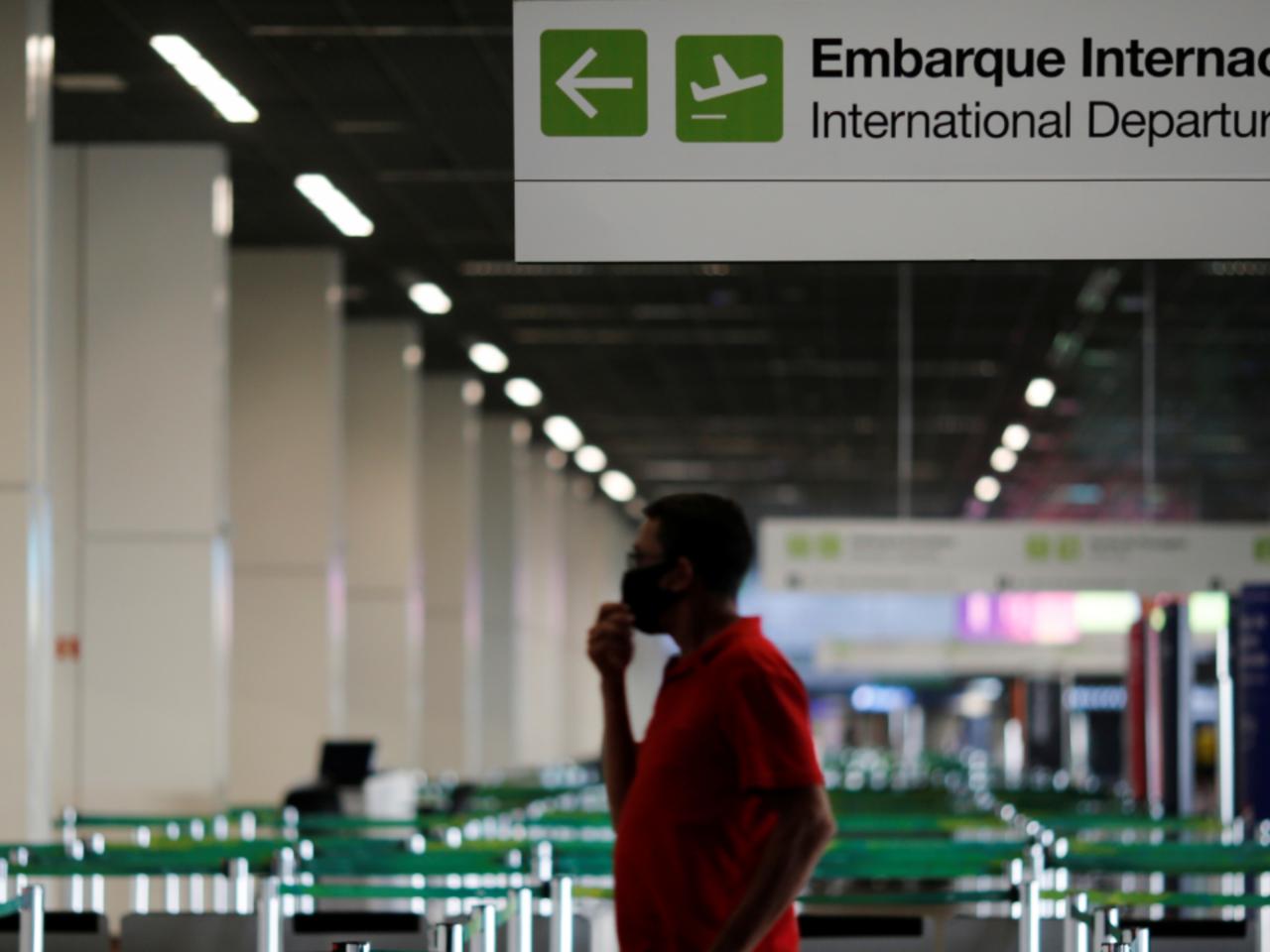 Gobierno británico anuncia reunión de crisis el lunes sobre prohibición de viajes por el virus