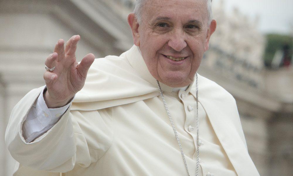 El papa anuncia que viajará a Líbano lo antes posible