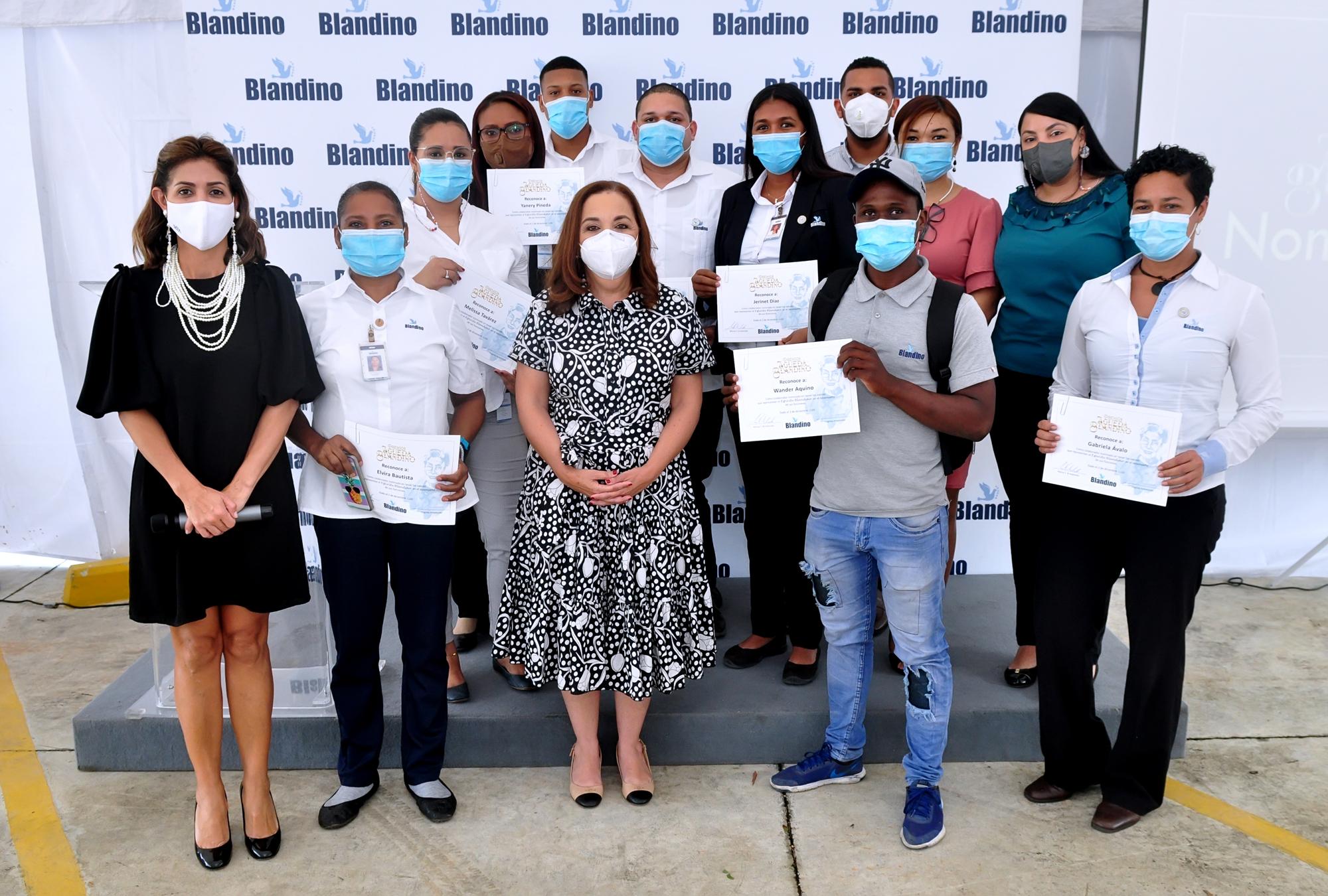 Otorgan Premios Águeda Blandino a empleados