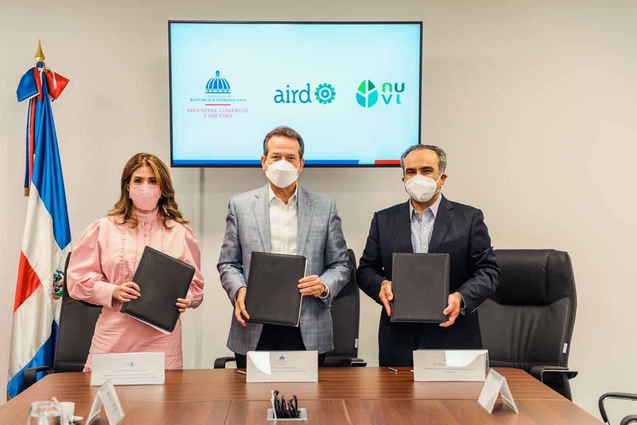 Firman convenio para impulsar sostenibilidad y reciclaje en el MICM