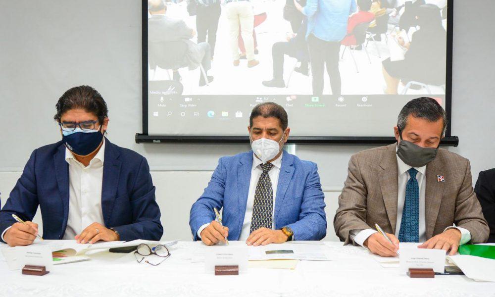 Instituciones firman acuerdo para reducir desperdicio del agua en la agricultura