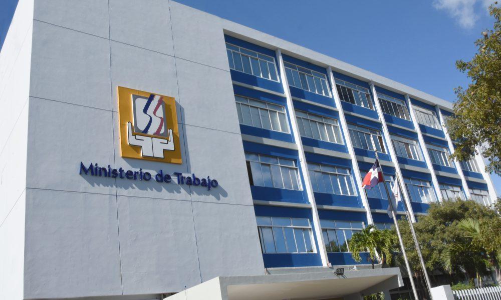 Ministerio de Trabajo reporta 464,412 empleados suspendidos han retornado a sus labores