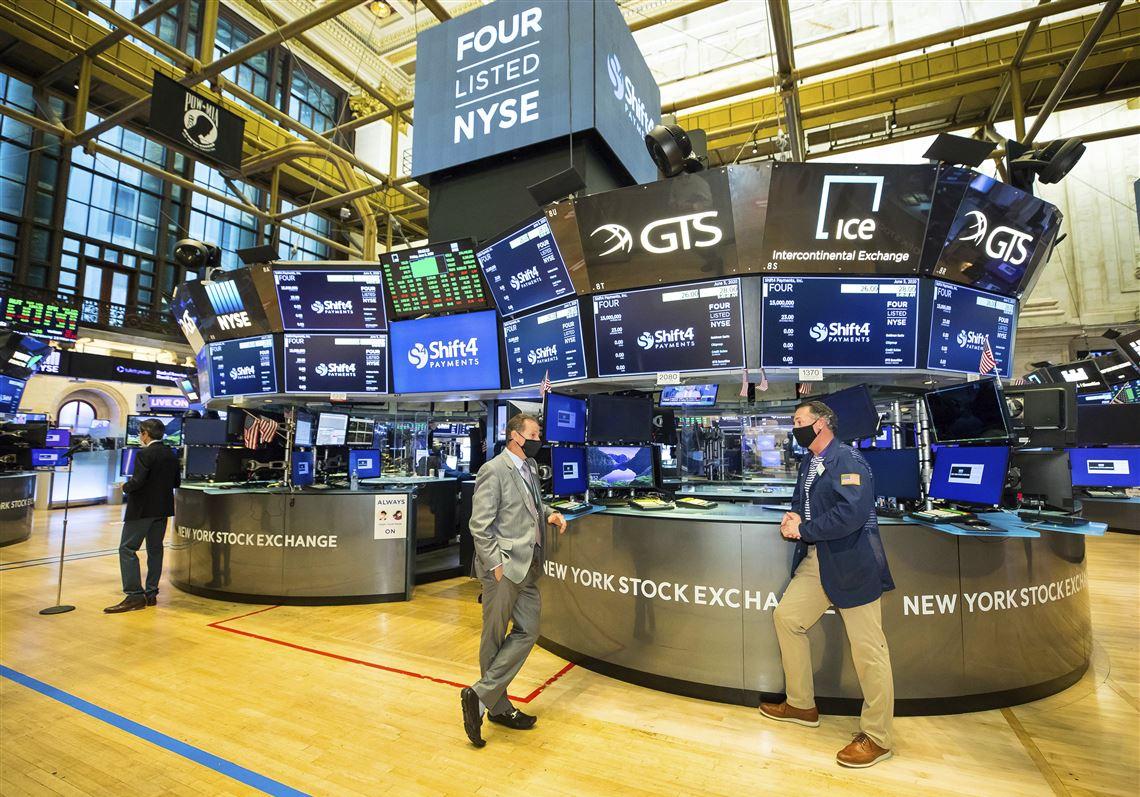 Wall Street baja luego de marcar récords