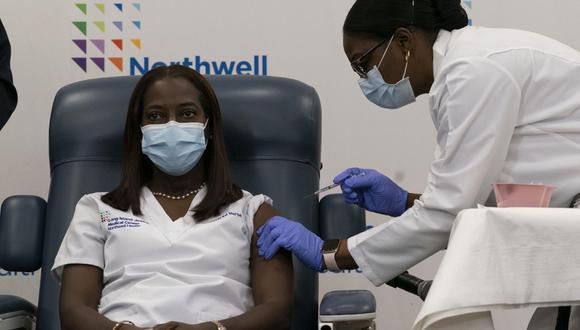 VIDEO | Enfermera de Nueva York es la primera vacunada contra covid-19 en EE.UU.
