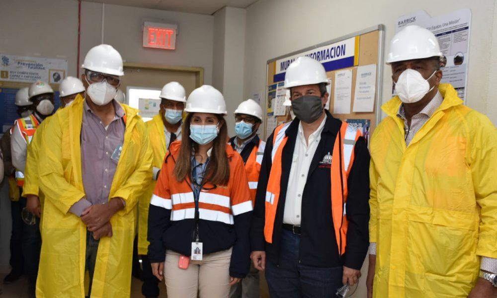 Ministros de Medio Ambiente y Energía y Minas visitan Barrick Gold