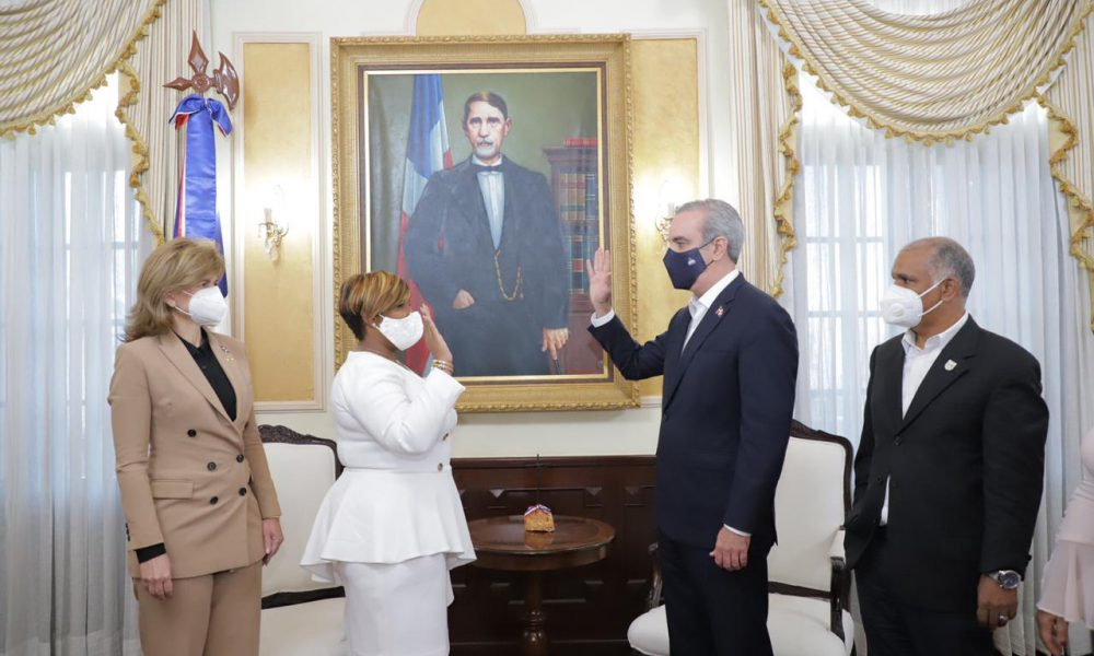 Abinader juramenta a Luz del Alba Jiménez como nueva ministra de la Juventud