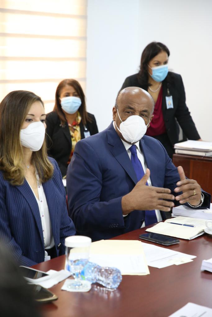 Ministro Almonte explica contrato de explotación de hidrocarburos en SPM