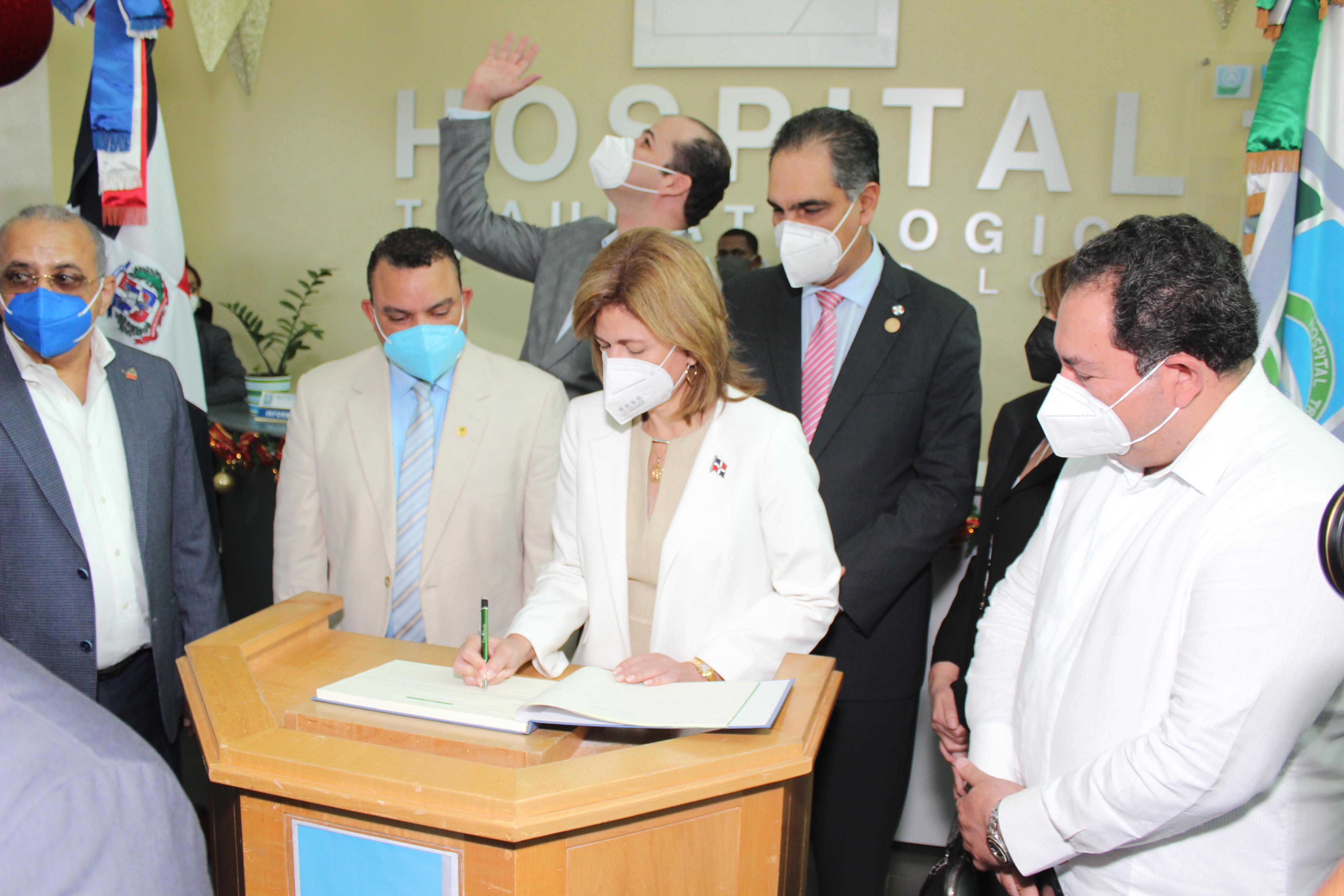 Gabinete Presidencial de Salud visita hospital Ney Arias Lora