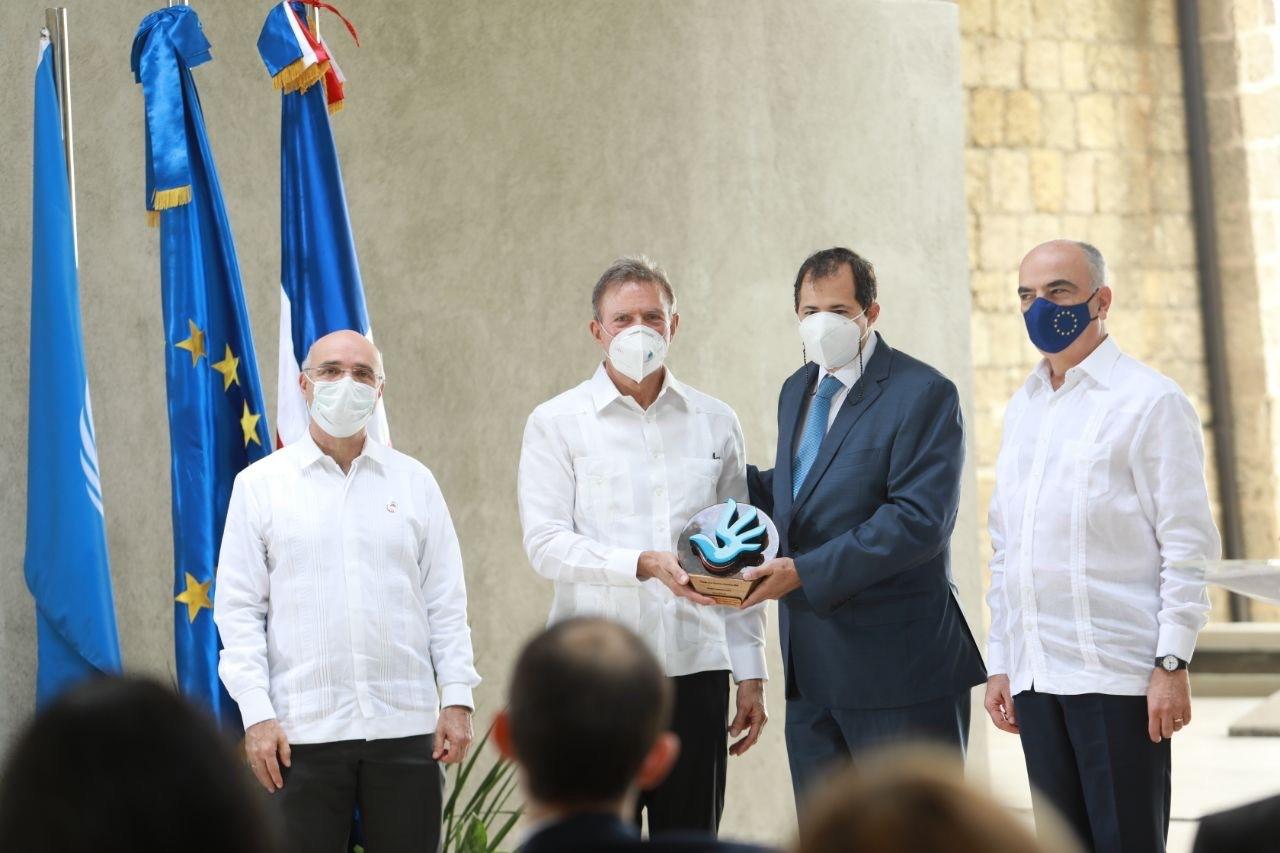 Banco BHD León recibe el Premio  de los Derechos Humanos