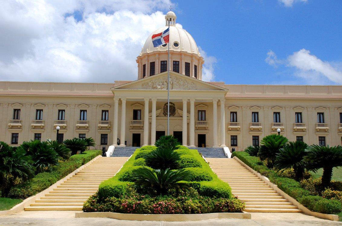 Abinader designa 15 funcionarios diplomáticos mediante decreto