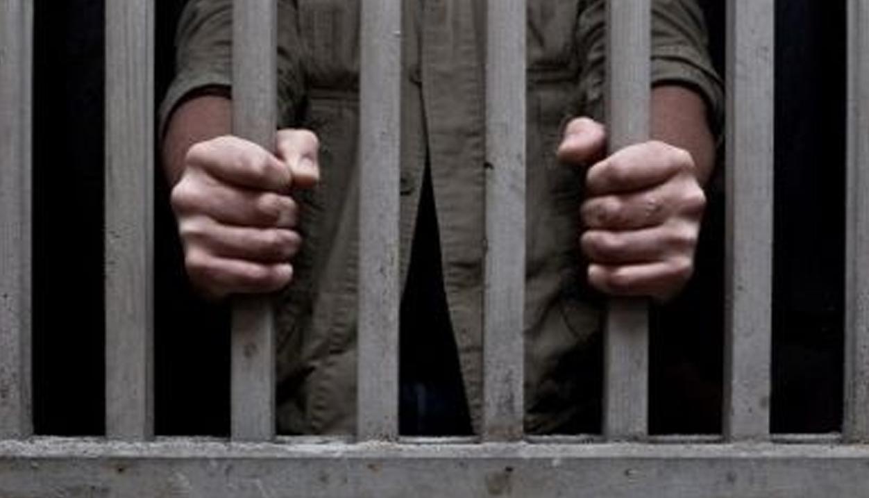 Dictan 20 años de prisión a hombre que violó y embarazó a su hija de 12 años en SDN