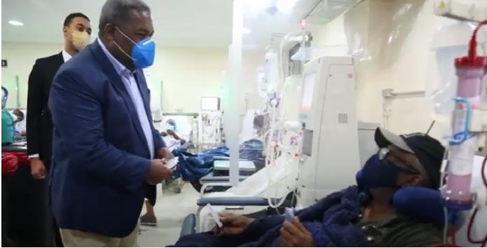 VIDEO | Peña Guaba entrega bono navideño a pacientes de diálisis y hemodiálisis