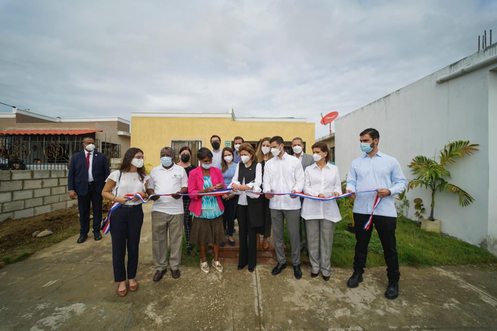 Entregan vivienda a maestra de 67 años en Hato Nuevo