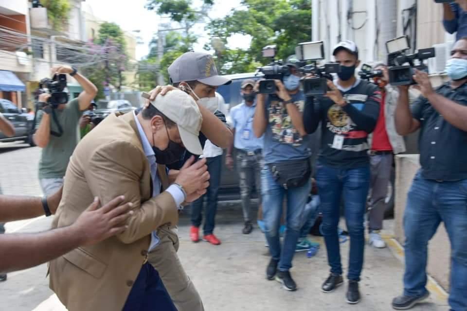 Ministerio Público pide prisión preventiva contra  Alexis Medina y los otros nueve arrestados por corrupción administrativa