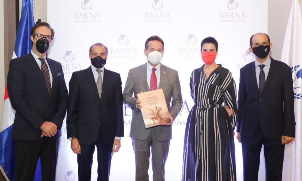 Presentan primer libro de emprendimiento dominicano