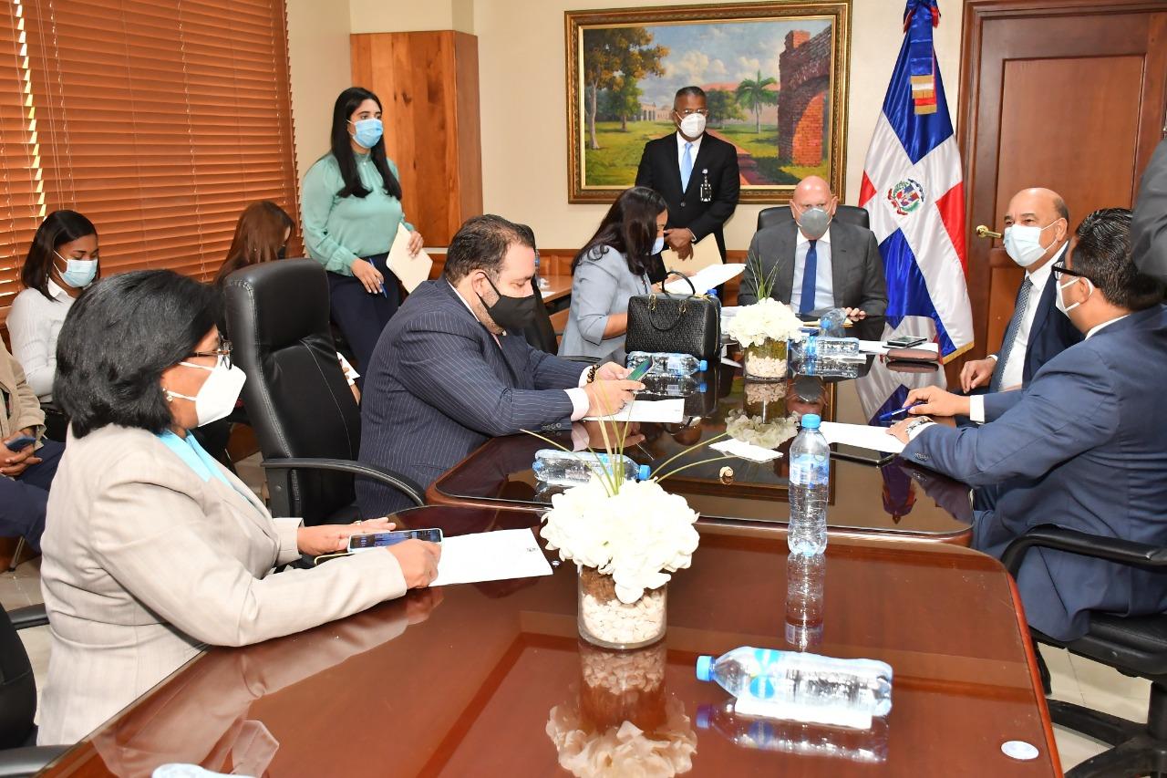 Comisión de Exteriores del Senado aprueba informe favorable para Juan Bolívar Díaz embajador en España