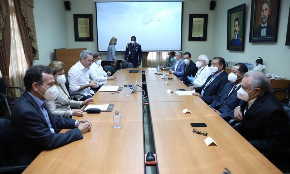 Presidente Abinader se reúne con productores de arroz