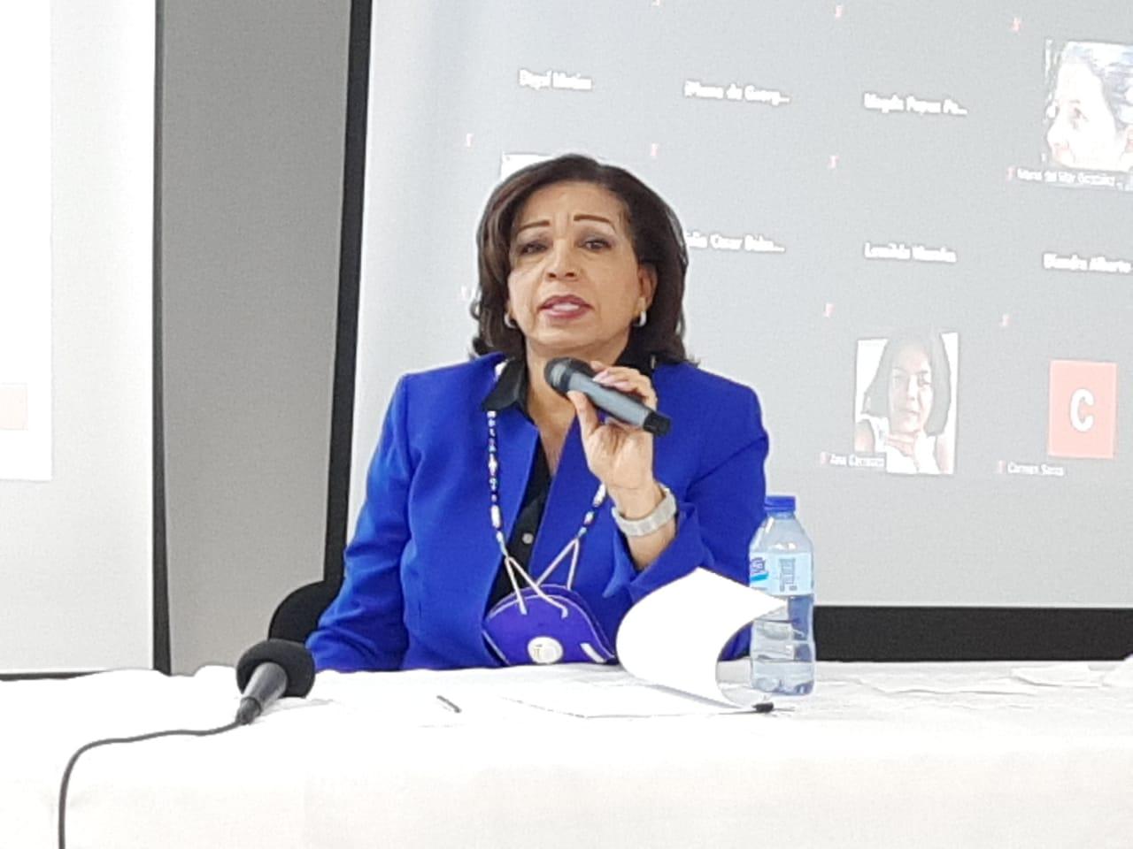 Ligia Pérez: Dispositivos digitales para maestros y estudiantes no es suficiente