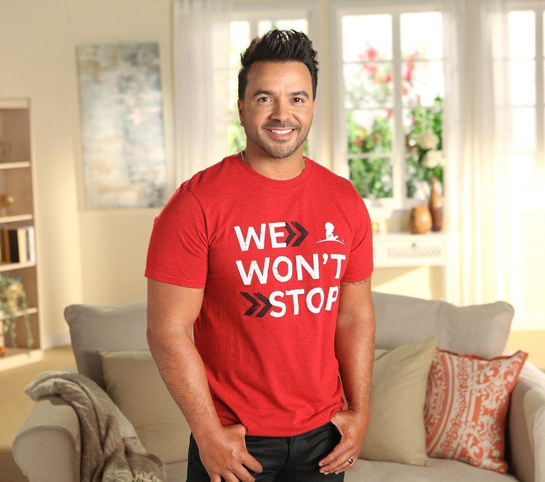 Luis Fonsi promueve camiseta de ST. Jude en apoyo a los niños con cáncer
