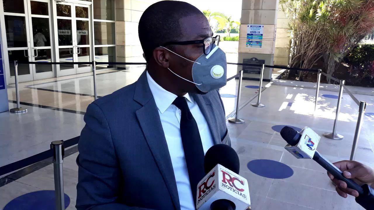 VIDEO | Depositan denuncia ante la Pepca por supuesta irregularidades en licitación de Salud Pública