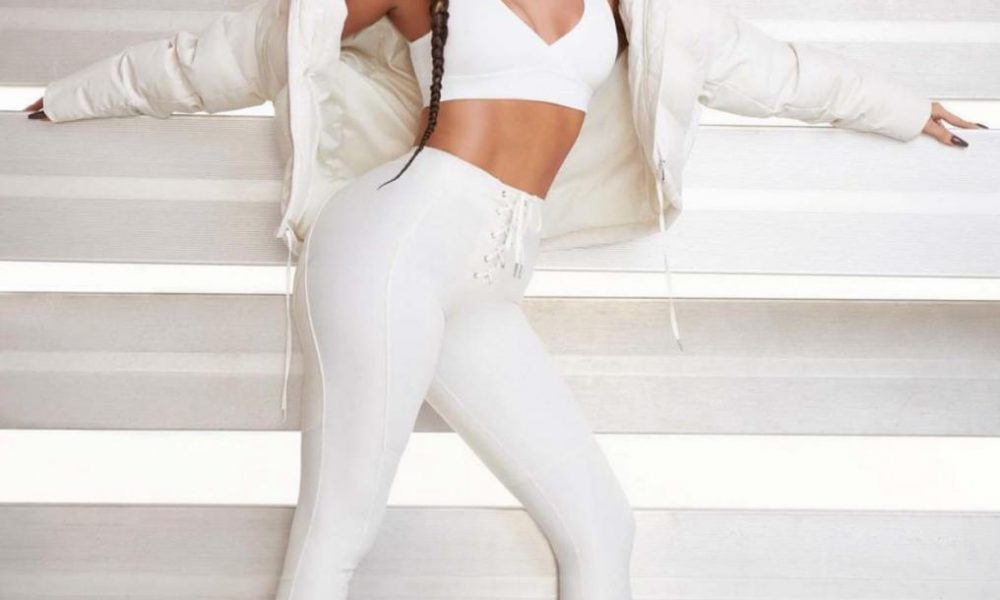 Khloé Kardashian se desnuda para presentar su primera colección de zapatos