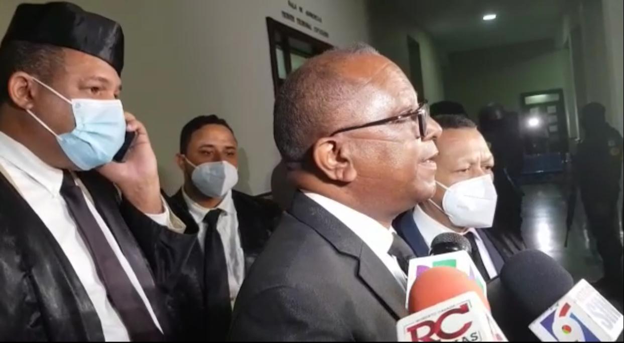 Abogado de Freddy Hidalgo expresa satisfacción con la decisión del juez