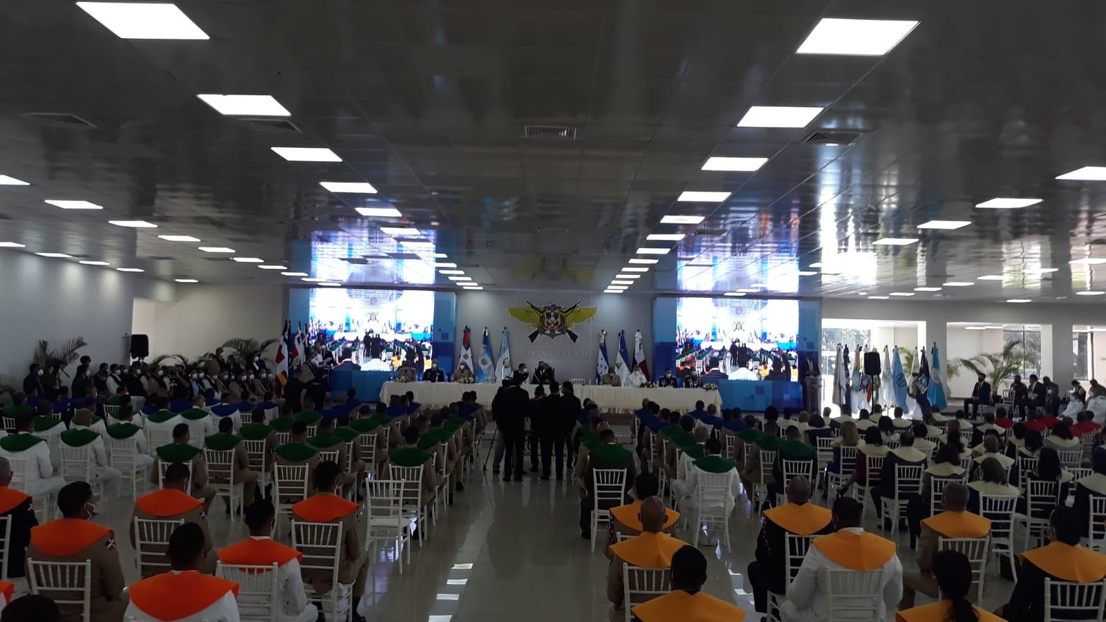 Abinader encabeza graduación de más de 2,500 profesionales de INSUDE