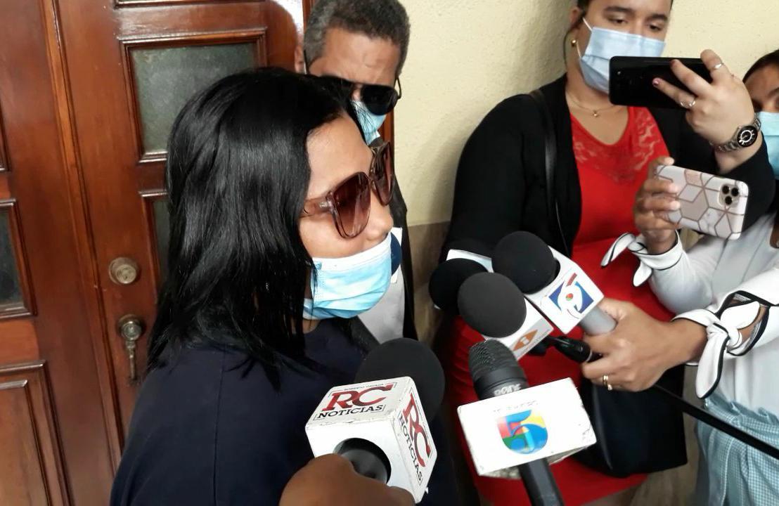 """""""Yocairy"""" se encuentra depresiva luego de sufrir quemaduras por ácido del diablo, afirma su madre"""