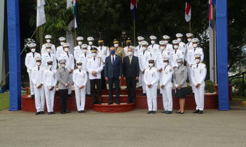 Presidente encabeza graduación de 30 cadetes de la Policía Nacional