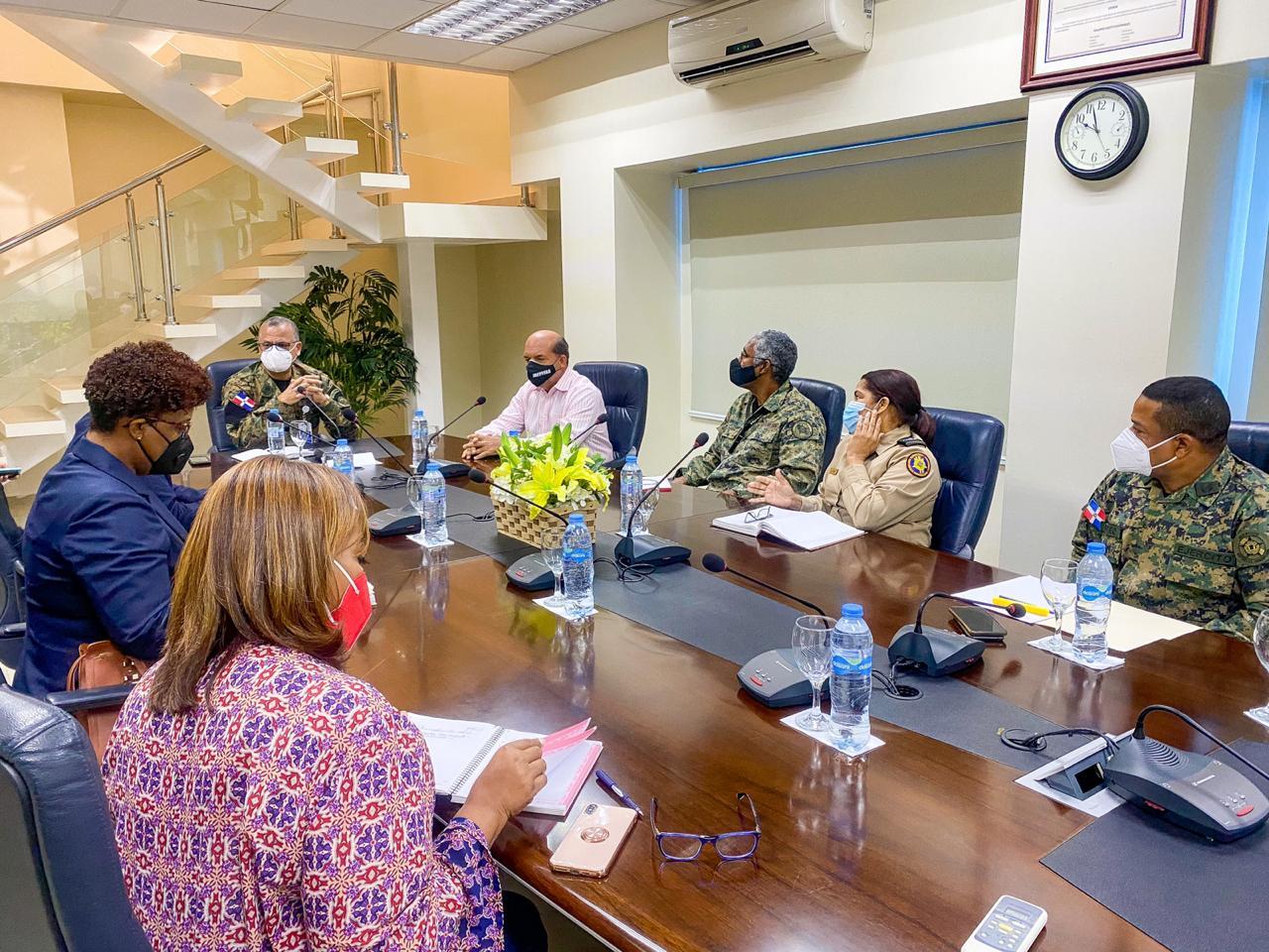 Ministerio de Defensa y SILSARIL acuerdan beneficios de salud a militares retirados