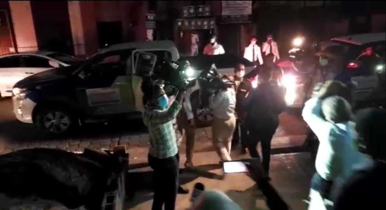 Operación Anti Pulpo | Carmen Medina y Rafael Germosén salen de la Fiscalía cubriéndose la cara con dos bolsas negras