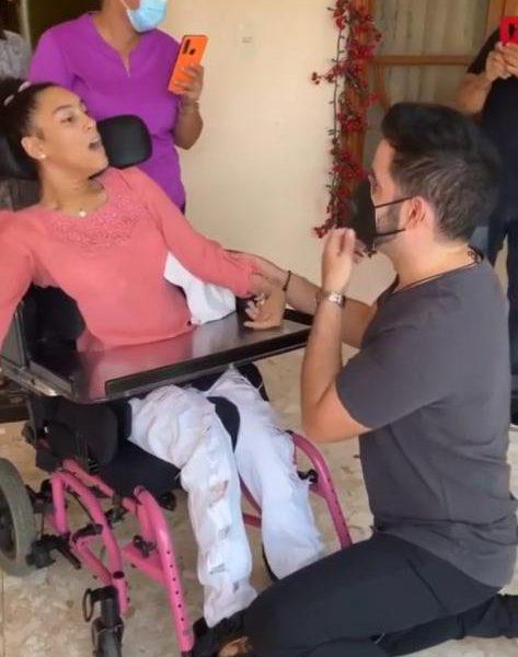 Manny cruz saca lágrimas de felicidad a fanática especial