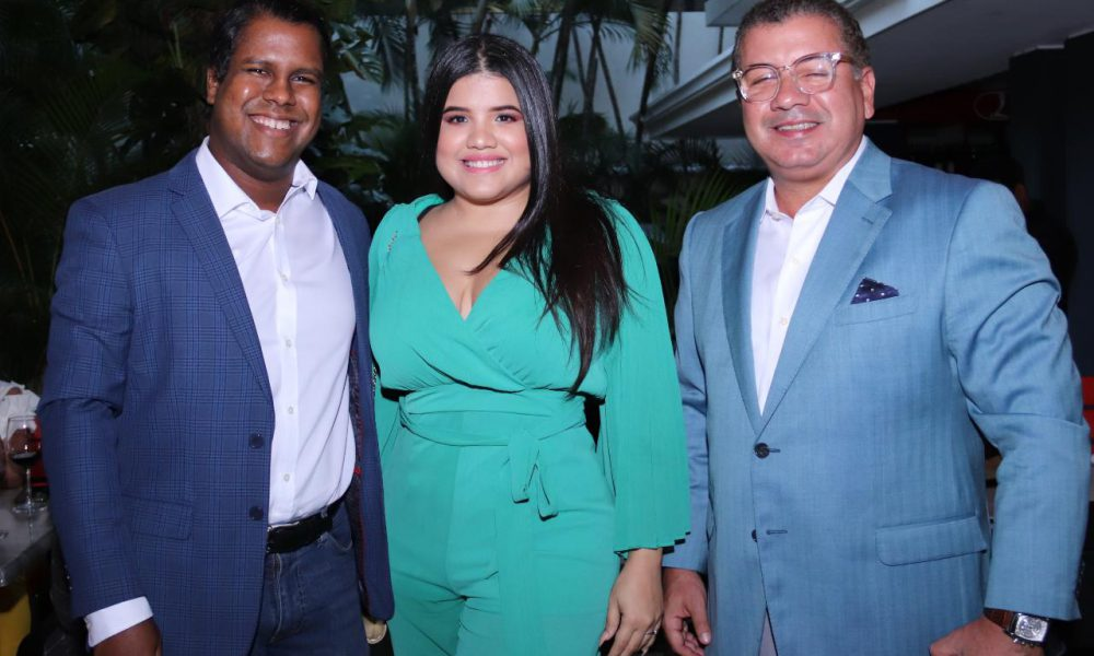 César Fernández celebra tradicional encuentro navideño con periodistas y comunicadores
