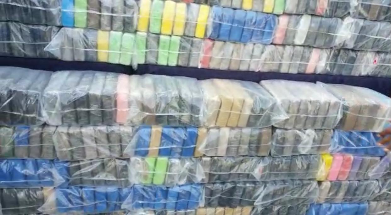 Video | Apresan conductor de camión vinculado a decomiso de supuesta droga en Boca Chica