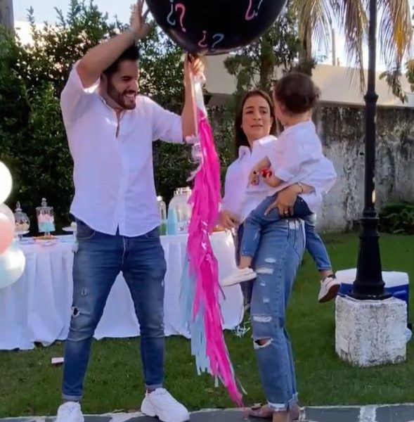 Video | Manny Cruz y su esposa esperan una niña