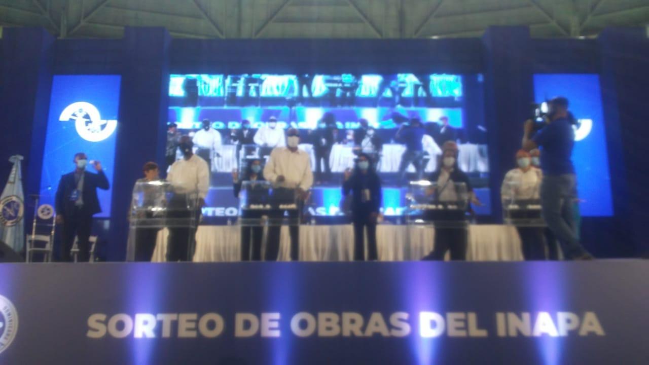 VIDEO | El INAPA sortea 43 lotes de obras por un monto de RD$570 millones