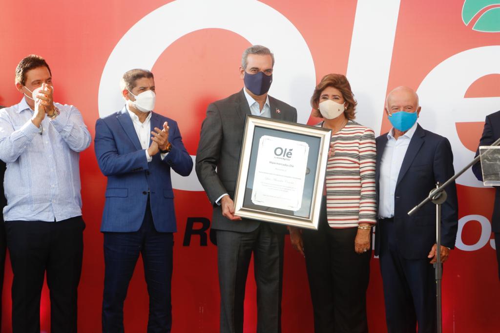 Abinader participa en  inauguración de nueva sucursal de Hipermercados Olé