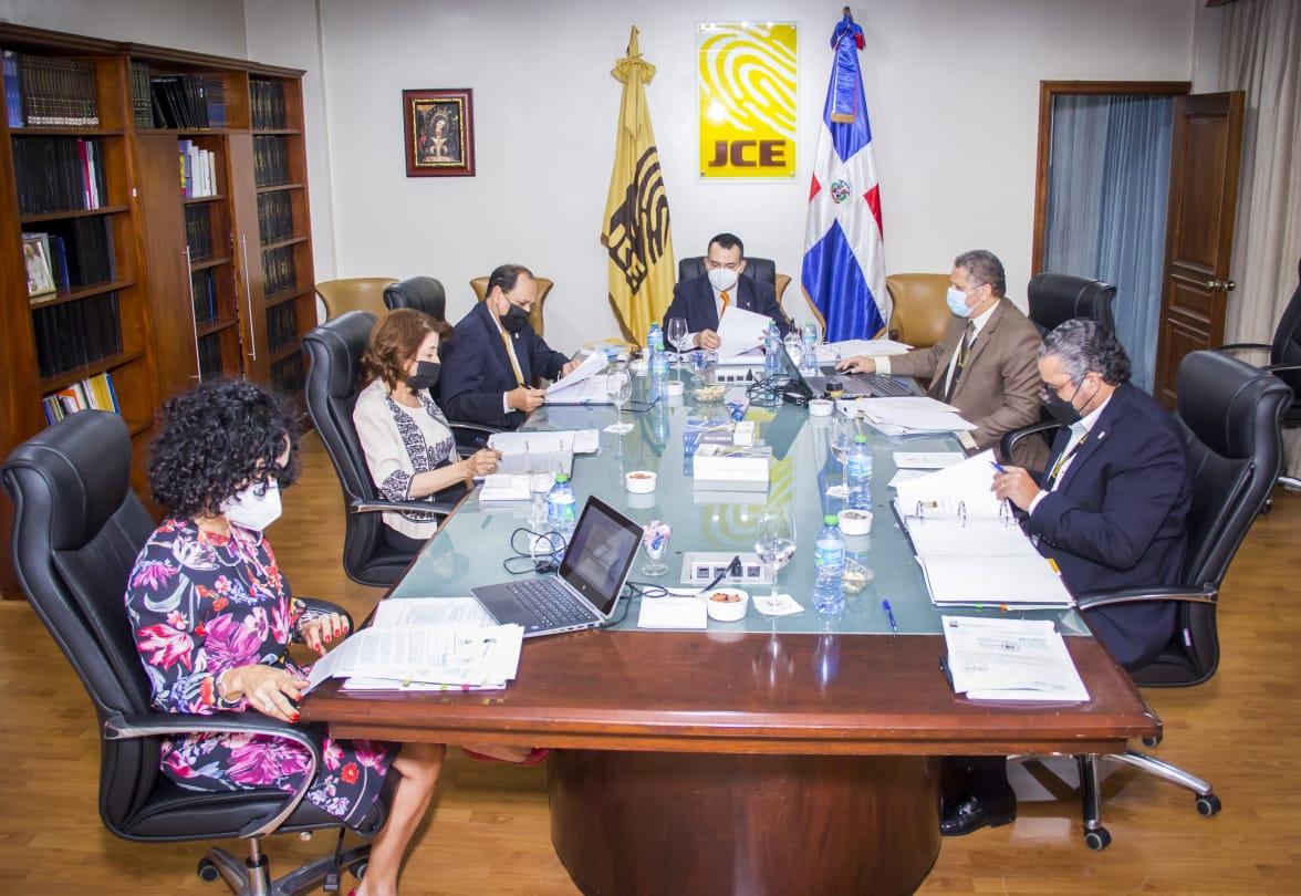 JCE aprueba informe preliminar de la comisión de investigación del voto en el exterior
