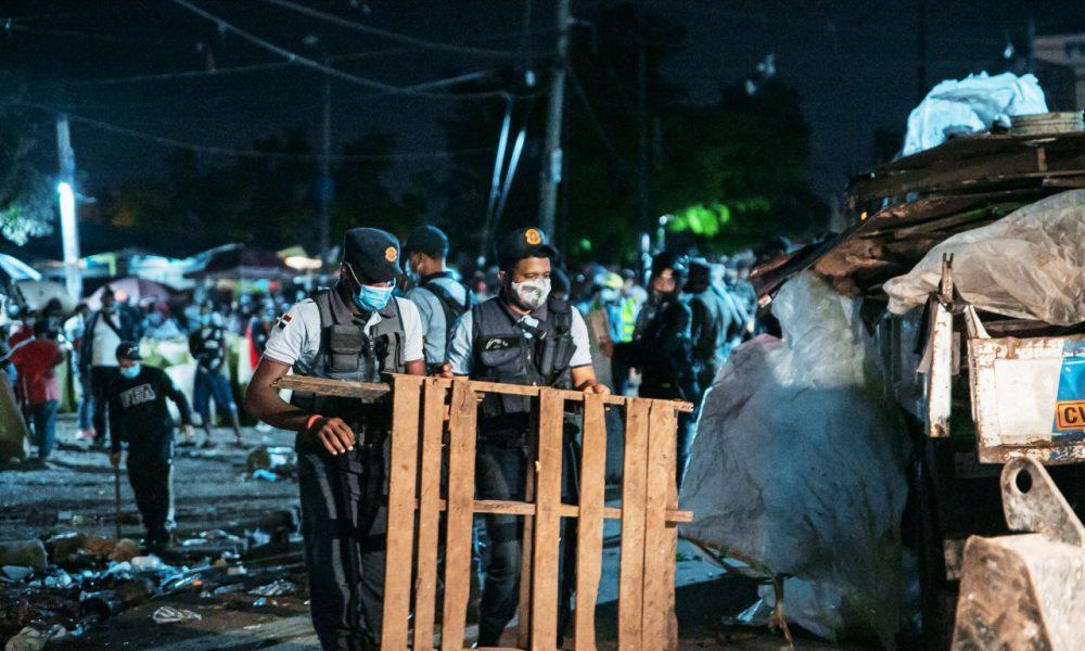 Desalojan haitianos ocupaban espacios públicos en avenida Duarte