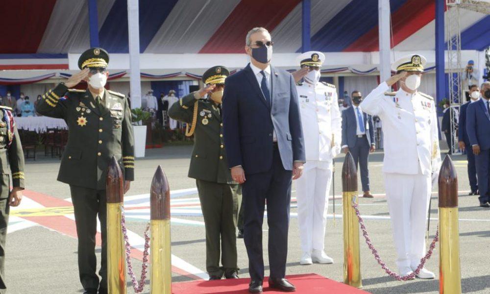 Presidente Abinader entrega a las Fuerzas Armadas 60 millones de pesos en bonos para viviendas