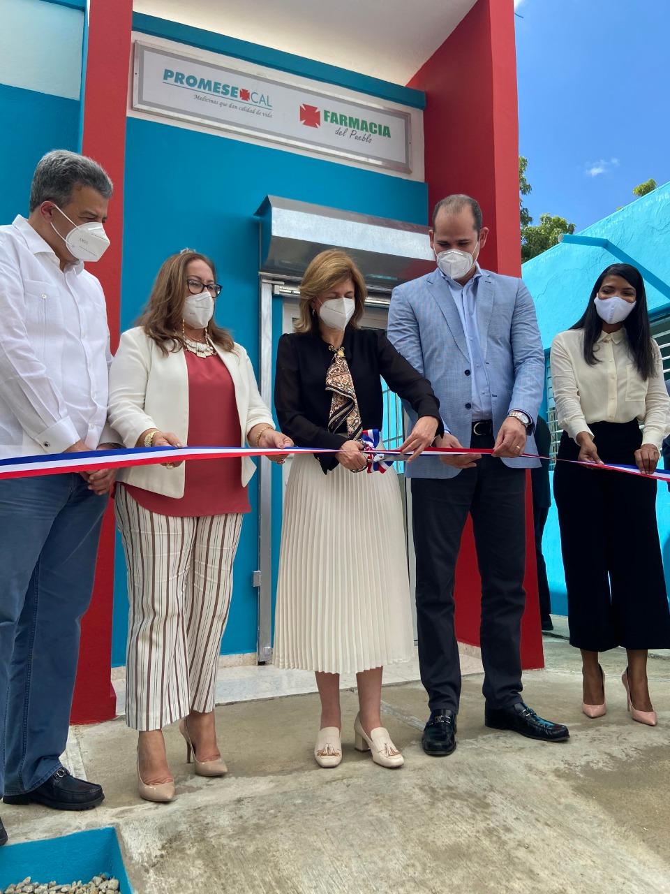 Promese/Cal inaugura  farmacias en Santiago