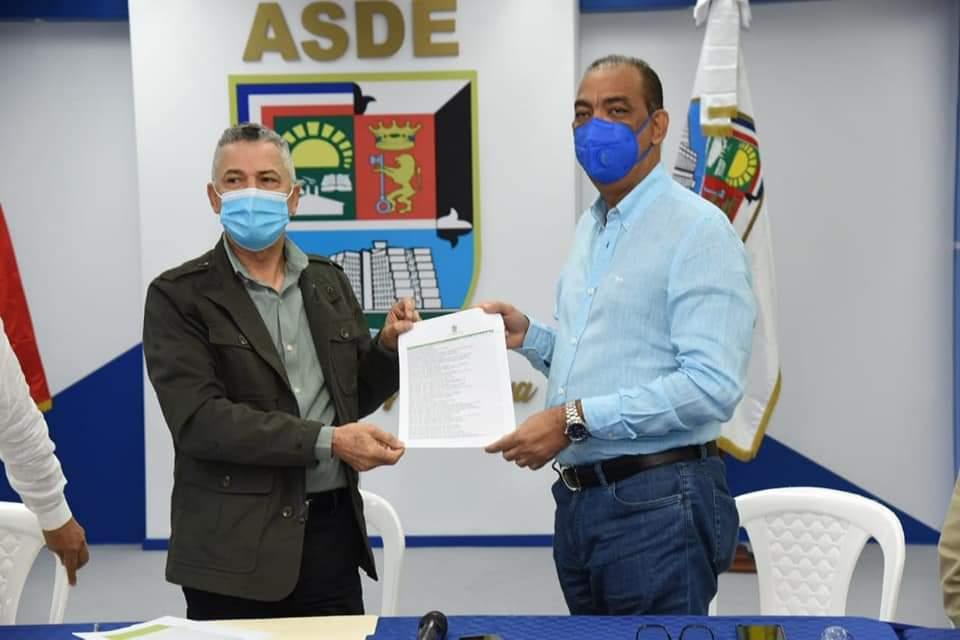 Deligne Ascención y Manuel Jiménez acuerdan iniciar urgente plan de trabajo con motivo de las navidades